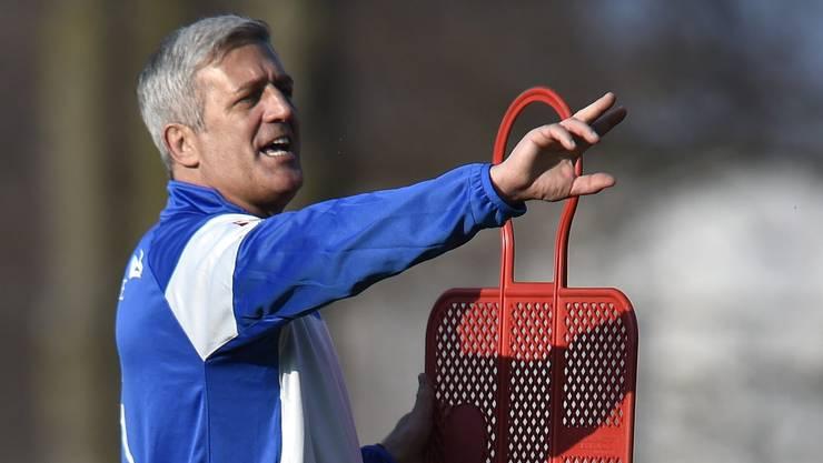 Nati-Coach Vladimir Petkovic dirigiert sein Team im Training