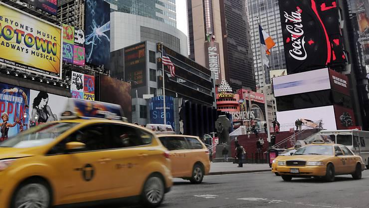 Ein belebter Platz im Zentrum des New Yorker Stadtteils Manhattan: der Times Square. (Archivbild)