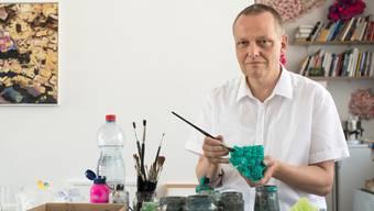 «Urban Gardening» mal anders: Künstler Christian Greutmann stellt unter anderem auch Gemüse aus Kunstharz her. Alex Spichale