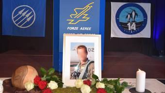 Vor dem Rednerpult erinnerte ein Foto an den tödlich verunglückten Piloten.