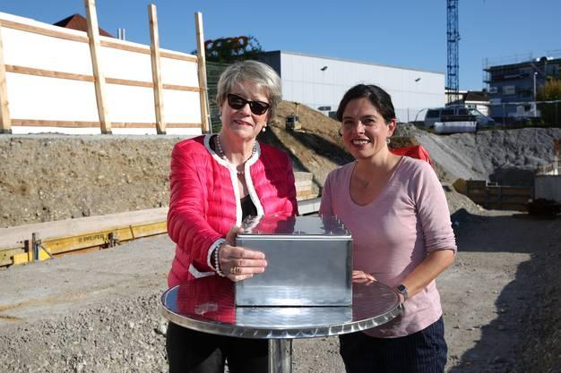Stiftungsratspräsidentin Corina Eichenberger (links) und Stapferhaus-Leiterin Sibylle Lichtensteiger