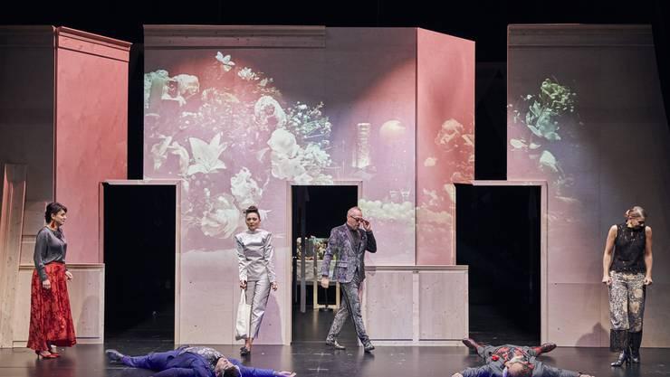 Das Neuetheater in Dornach zeigt Mozarts Liebesverwirrungs-Komödie «Così fan tutte» als Kammerspiel
