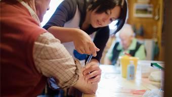 Ob im Heim oder ambulant: Die Finanzierung der Pflege ist ein ständiges Politikum.