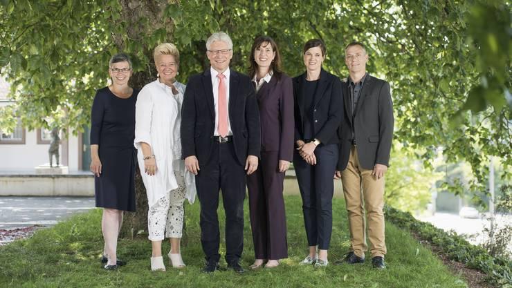 Sie stellen sich (teilweise) wieder zur Wahl Katharina Näf Widmer (Gemeindeverwalterin, von links), Belinda Cousin (tritt nicht mehr an), Patrick Götsch (Gemeindepräsident), Dunja Leifels, Eva Biland, Ueli Mauch.