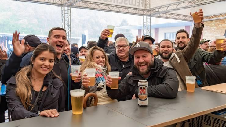 Strahlende Gesichter am Tag des Schweizer Bieres. 8'600 Besucher zog es zum Tag der offenen Tür in der Brauerei Feldschloesschen.