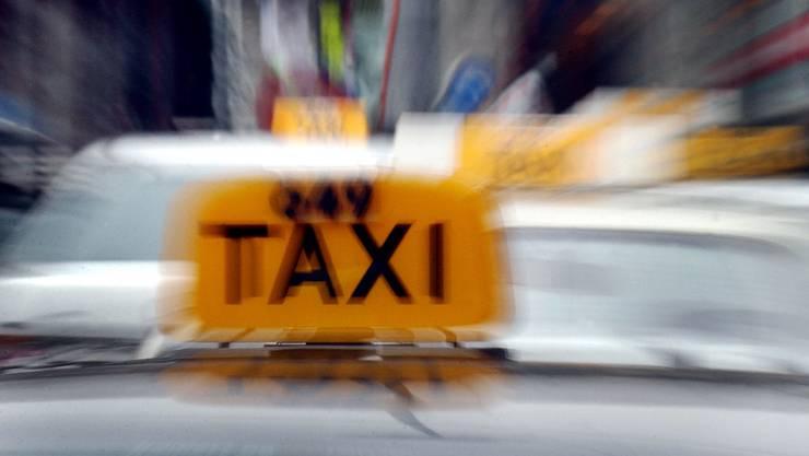Ein Taxifahrer verhindert mit seinem Eingreifen einen Enkeltrickversuch.