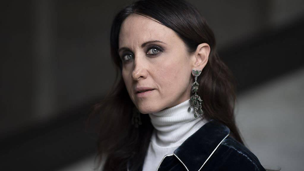 """Meisterin ihres Fachs: Die italienische Modedesignerin Alessandra Facchinetti hat für das Theater St.Gallen Kostüme entworfen. Die Oper """"Don Carlo"""" feiert am kommenden Samstag im Grossen Haus Premiere."""