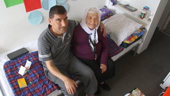 Ahmad Hannan (40) aus Syrien und seine 72-jährige Zimmernachbarin Favzia Jawad, die ebenfalls aus Syrien kommt.