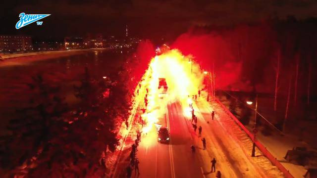 Pyro-Spalier: So heizten Fans Zenit St. Petersburg ein