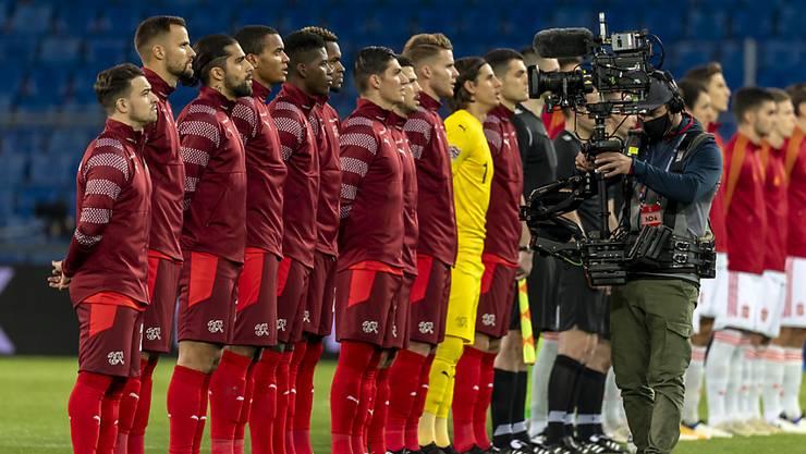 In rund vier Monaten stehen sie wieder stramm: Das Schweizer Nationalteam vor dem Spiel am letzten Samstag gegen Spanien