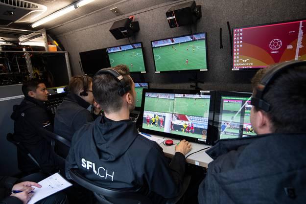 Sechs Kameras liefern in Zukunft die Bilder, mithilfe derer der VAR den Schiedsrichter auf Fehlentscheidungen aufmerksam macht.