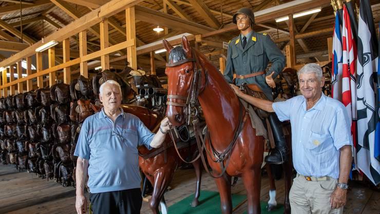 Urs Meier (links) und Ueli Lehmann engagieren sich ehrenamtlich für die Kavallerie-Sammlung in Aarau