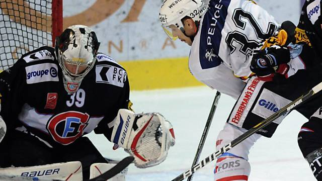 Fribourg-Goalie Huet stoppt Rüthemanns Angriff