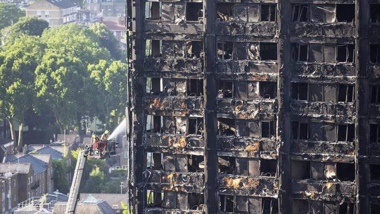 Zwei Tage nach dem Inferno: So sieht der Grenfell Tower in London aus.