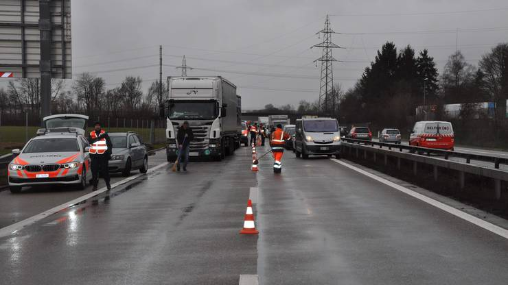 Eine Person wurde beim Unfall leicht verletzt.