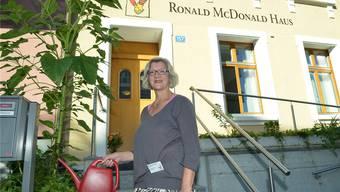 Marianne Fischer ist Mädchen für alles. Sie putzt, wäscht, gärtnert und sorgt dafür, dass sich die Bewohner wohlfühlen.