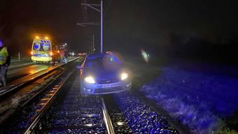 Lenzburg: Waghalsiges Überholmanöver endet mit Unfall
