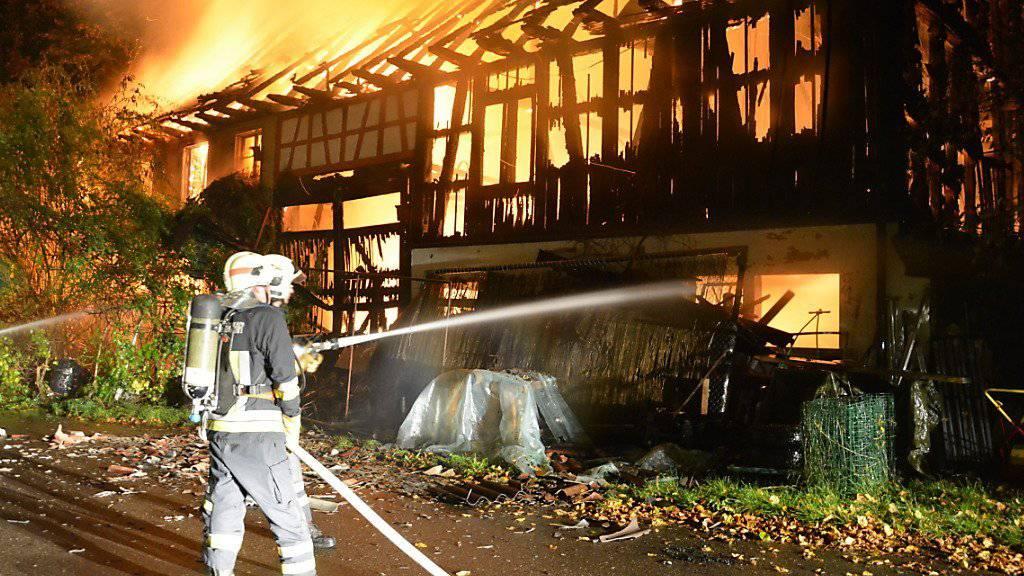Das Wohnhaus und die Scheune wurden durch den Brand weitgehend zerstört.