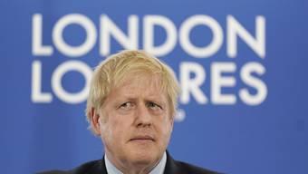 """Boris Johnson stellt für den Fall eines Wahlsiegs Steuererleichterungen für """"hart arbeitende Familien"""" in Aussicht.  EPA/WILL OLIVER / POOL"""