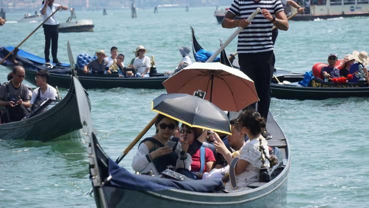 Dichtestress auf den Wasserstrassen in Venedig: Nach zwei tödlichen Unfällen fordern nun auch Politiker rasche Massnahmen. (Themenbild)