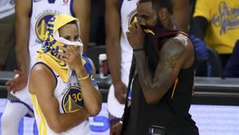 Wer auch immer von den beiden den NBA-Titel holt: US-Präsident Trump will weder Stephen Curry von den Golden State Warriors (links) noch LeBron James von den Cleveland Cavaliers im Weissen Haus sehen