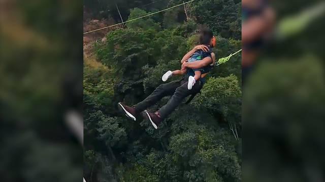 Vater stürzt sich mit zweijährigem Kind in Tiefe