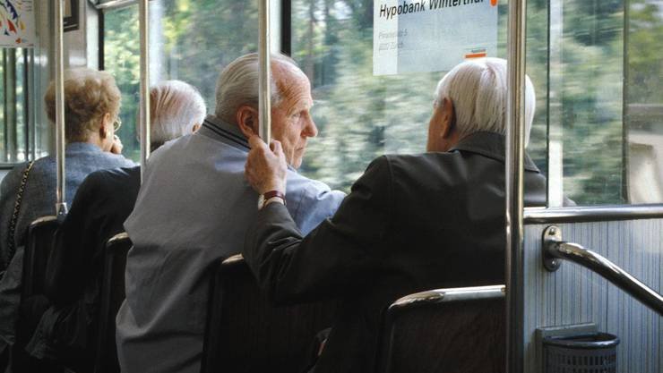 Senioren: In der Westschweiz ist diese Altersgruppe während den Stosszeiten im öffentlichen Verkehr nicht mehr erwünscht.