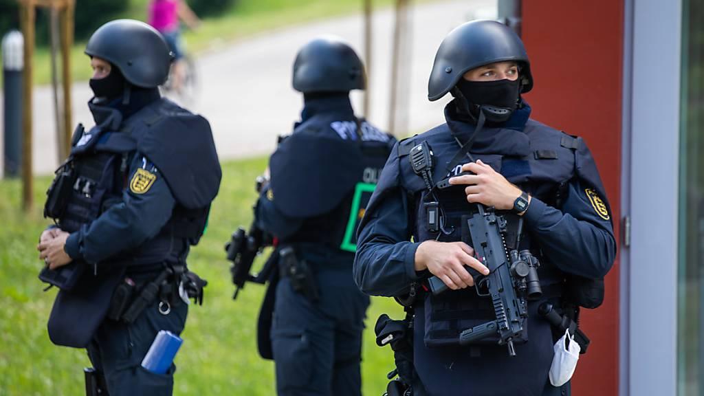 Bewaffneter von Oppenau weiter flüchtig - mögliches Manifest