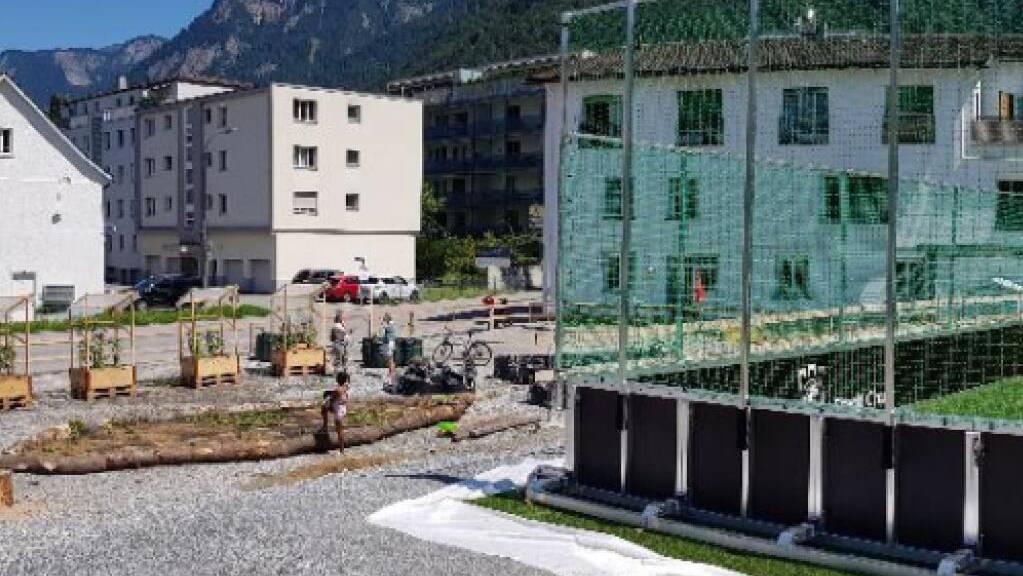 Die Zwischennutzung auf der Churer Baubrache sieht ein mobiles Spielfeld und Urban Gardening vor.