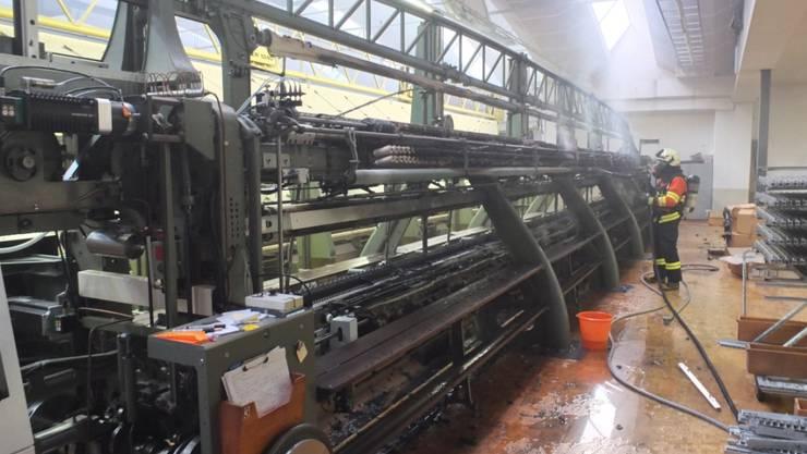 Über 100'000 Franken Sachschaden entstand beim Brand dieser Stickereimaschine in Sennwald.
