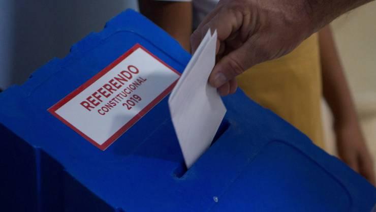 Abstimmungsurne in Havanna - die Kubaner haben die neue Verfassung gebilligt.