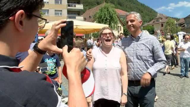 Selfies und Autogramme: Der Bundesrat ist auf Bundesratsreise