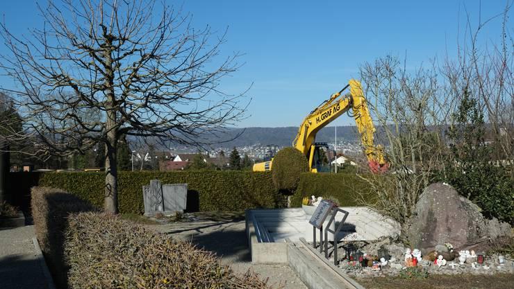 Die Bergstrasse in Bergdietikon wird saniert. Bald könnte der Friedhof dran sein.