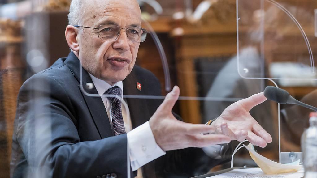 Finanzminister Ueli Maurer musste sich im Nationalrat viele kritische Voten anhören zur Corona-Politik des Gesamtbundesrats. (Archivbild)