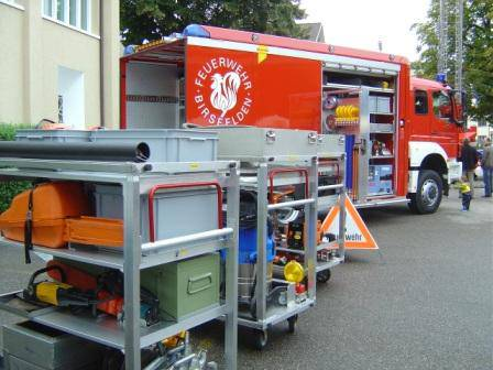 Interessanter Einblick in den grossen Werkzeugkasten der Feuerwehr ermöglicht die Fahrzeug- und Geräteschau.