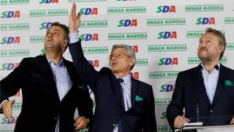 Safik Dzaferovic (Mitte) von der Demokratischen Aktion (SDA): Er wird künftig die muslimische Mehrheit in Bosnien vertreten.