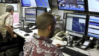 Ein Kommando-Zentrum in Honolulu überwacht den Sirenentest am Freitag.