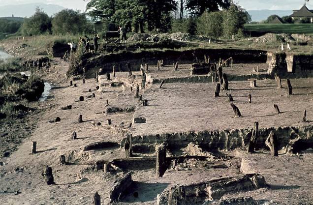 Burgäschisee Ost. Bei der Ausgrabung 1944 kam ein Pfahlbaudorf aus der Steinzeit zum Vorschein.