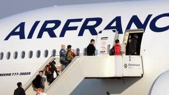 Air France will mit der Massnahme 80 Millionen Euro einsparen (Archivbild)