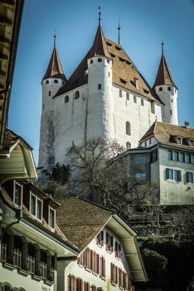 Postkartenidylle: Thuns Wahrzeichen, das Schloss mit den vier Türmen.