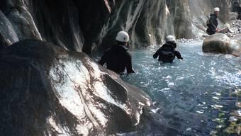 Teilnehmer einer Canyoning-Tour. (Symbolbild, Archiv)