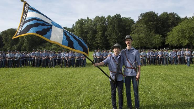 Die Brüder Silvan und Andrin Taubert sind Fähnrich und Hauptmann des Lenzburger Kadettencorps.