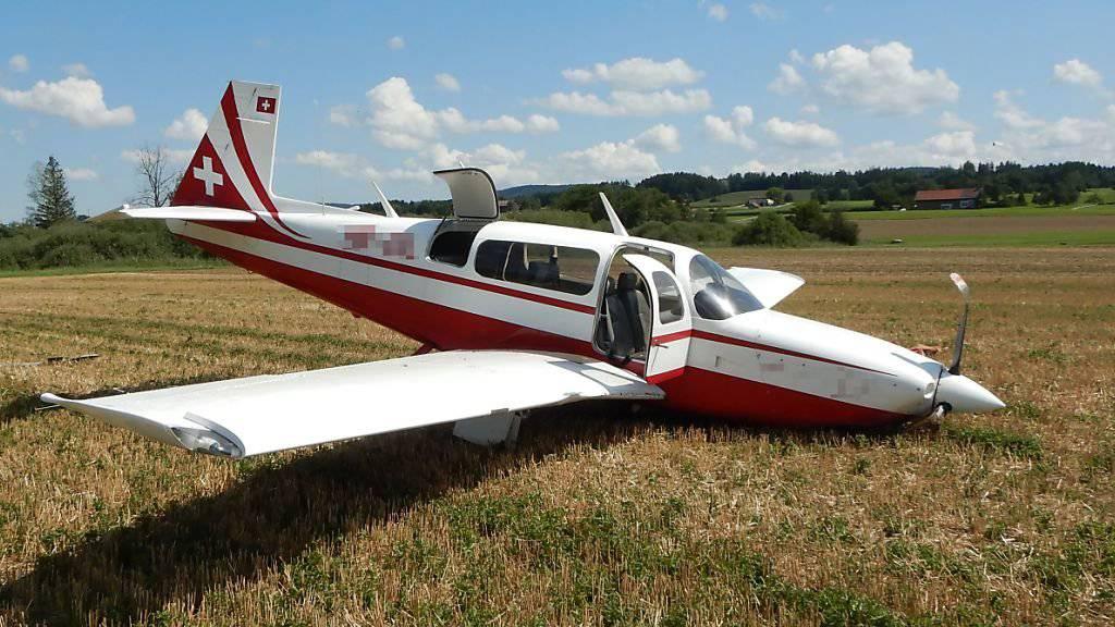 Kleinflugzeug muss bei Lommis notlanden