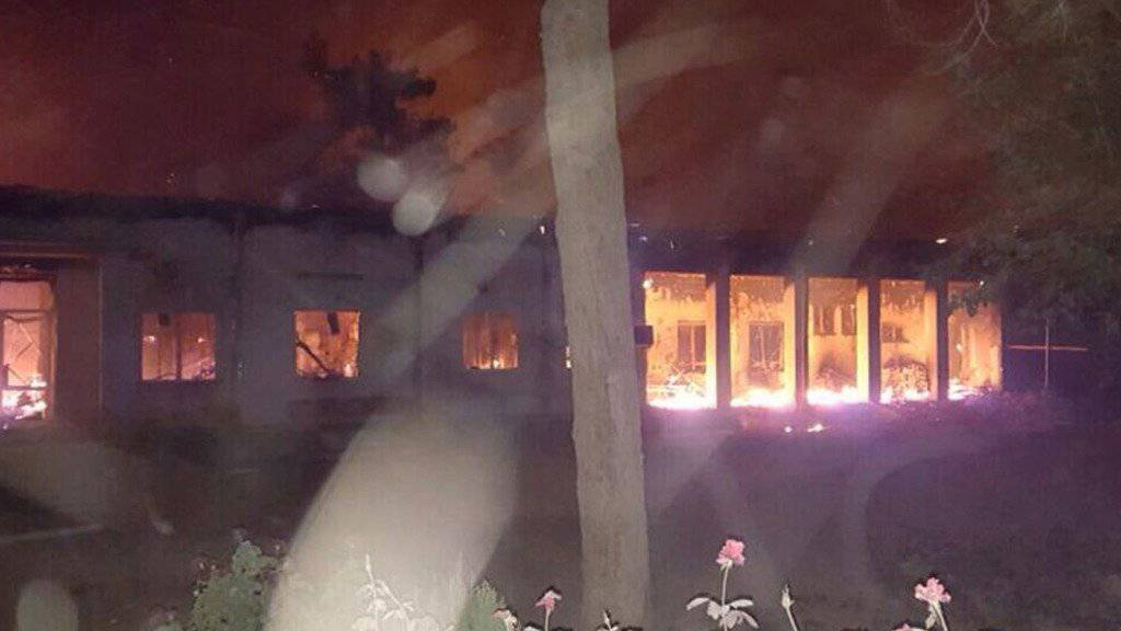 Das Spital der Hilfsorganisation Ärzte ohne Grenzen im nordafghanischen Kundus ging nach dem Luftangriff in Flammen auf.