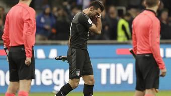 Ein untröstlicher Gianluigi Buffon verlässt den Rasen von Mailand und das italienische Nationalteam