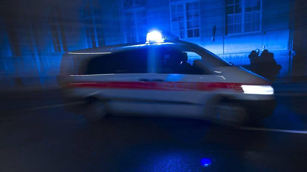 In Langenthal BE ist in der Nacht auf Samstag die Polizei gerufen worden, weil Autofahrer grossen Lärm verursachten. (Symbolbild)