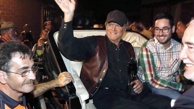 Terence Hill (M) am Samstag auf dem Almeria Western Film Festival im südspanischen Tabernas, wo er einen Preis erhielt. In der Hafenstadt Almeria dreht er im Moment auch einen neuen Film - als Autor, Regisseur und Hauptdarsteller.