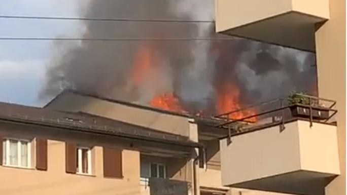 Blitzschlag verursachte Dachstockbrand