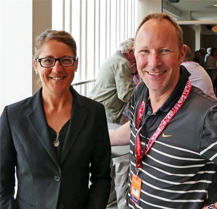 Der Schweizer Pavillon macht gute Laune: Sabine Horvath und Daniel Egloff.
