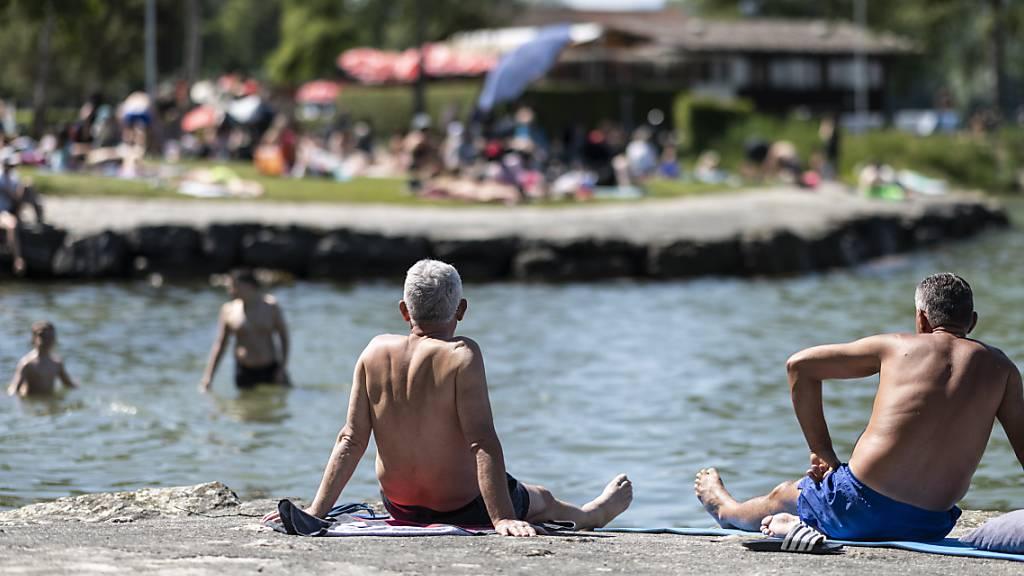 Badespass am Murtensee: Im Jahre 2019 verfügten gut 80 Prozent der Badestellen in der Schweiz über eine «exzellente» Wasserqualität. Zu diesem Schluss kommt die EU-Umweltagentur EEA in ihrem am Montag veröffentlichten Bericht zur Badewasserqualität in Europa.